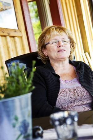 Ardis Lindman arbetar som rektor i norska Nordli, men driver också ett vandrarhem tillsammans med maken Sune.