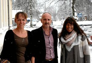 Styrgrupp. Jenny Eknor från Studiefrämjandet, socialchef Risto Haapala och Sara Bornedal från Kungsängen i Nora AB arbetar med projektet som syftar till utbilda brukare till cirkelledare.
