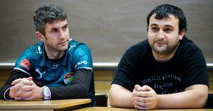 Elvan Cicen i rollen som sportchef i Dalkurd. Här med nyförvärvet Nedim Halilovic inför säsongen 2009.