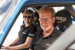 Stefan och Ann-Louise Nilsson hjälps åt att tävla. Stefan kör och Ann-Louise kartläser.