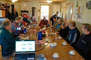 Rast vila. Den sociala gemenskapen hålls högt, inte minst när Gun-Britt Haraldsson serverar förmiddagskaffe.