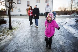 Familjen Shappan trivs i Björna, även om de tycker att det kostar mycket att åka buss.