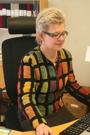 Kommunchef Kerstin Oremark föreslår att vissa delar av Nordanstigs Utvecklings uppgifter lyfts över till ett gemensamt organ med grannkommunen Hudiksvall.