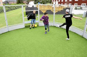 Det sportades på alla håll och kanter under kvällsaktiviteterna vid Malmtorget i veckan, både doppboll och fotboll hanns med.