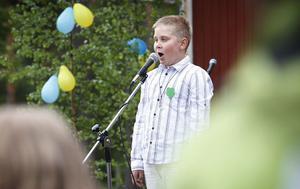 Vilhelm Jönsson sjöng La voix för allt han var värd. När han tittade på melodifestivalen föll han för den låten och insåg att den var nåt för honom, berättade han för tidningen.