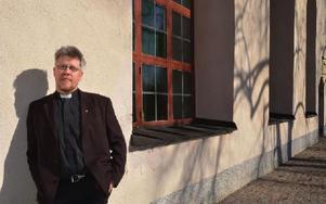 """""""Många har en vag tro, men är med ändå utifall att de någon gång kommer att behöva kyrkan"""", säger Pontus Gunnarsson, kyrkoherde i Hedemora-Garpenbergs församling. Foto: Marja Andersson/DT"""