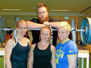 Karolina Arvidson, till höger, är trea i världen i 63-kilosklassen i bänkpress.