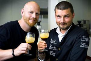 Ola Persson och Daniel Chomieniec har en passion ihop. De är kära i kaffekonsten.