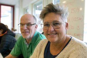Lärarna Anders Hölne och Anette Helsing från Sundsvalls Gymnasium var på plats med sina elever.