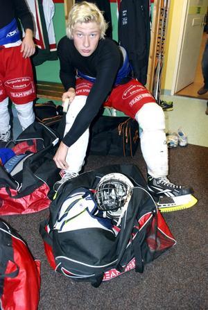 BILDTEXT 2Daniel Henningsson gör sig beredd inför turneringens öppningsmatch mot Leksand.
