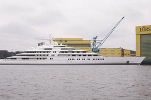180 meter lyxbåt.