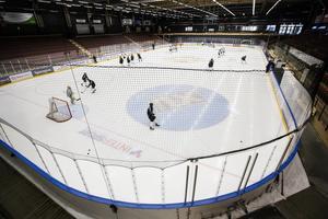 Ett av två gruppspel i TV-pucken avgörs i Östersund Arena i helgen.