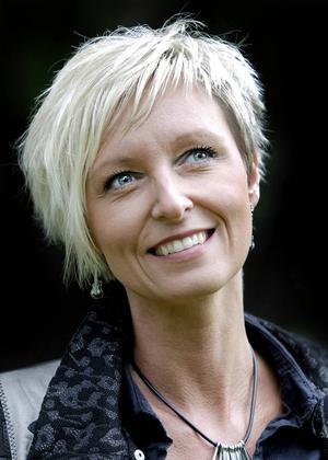 Jessica Falk, 41 år, artist/låtskrivare, Anundgård.