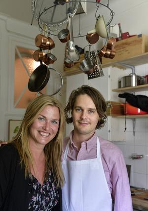 Mia Gahne fick hälsa på hemma i köket hos Filip Fastén.