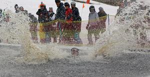 Vattnet kände som två grader minus, rapporterade Daniel Salov efter sitt plurr.