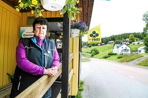 Margareta Andersson driver butiken Valsjöbua i Valsjöbyn. I mitten av november 2013 slog stormen Hilde ut elnät och kommunikationer på norska sidan gränsen. Det blev startpunkten för SOT-projektet.