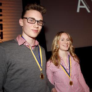 Erik Huss och Lisa Andersson driver företaget Truly Friend UF. Bilden är tagen vid en tidigare prisutdelning.