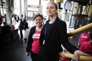 Åsa Bång och Ulrika Danielsson är samordnare för gymnasiesamverkan på Mittuniversitetet. De tror att vetenskapsdagen är ett bra sätt att skapa nätverk mellan Mittuniversitetet och gymnasieskolorna i regionen.