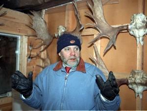 Älgjägaren Lennart Holmsten. Han håller inte inne med jakthistorierna