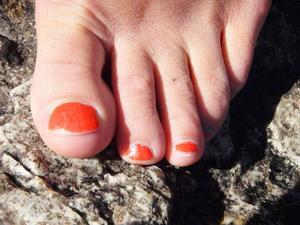 Fint ska det vara målade naglar är en självklarhet. Målade i Kvissle.