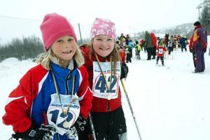 """Cornelia Salomonsson, Funäsdalen, och Tuva Thomasson, Mittådalen, åkte på ovallade skidor. """"Glidet var perfekt."""""""