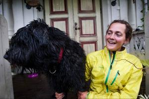 Lina Hallebratt och hunden Vega är hemma i Ede igen efter att ha avverkat drygt 550 mil genom Sverige.