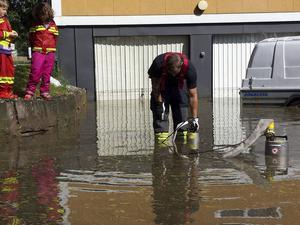Garagenedfarter är mest utsatt för översvämningar då vattnet kan rinna rakt in i huset. Vid kraftiga översvämningar är det dock räddningstjänsten som måste bistå.