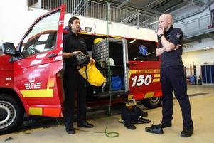 I kväll kan de se se sig själva på tv, Emil Holmström och Jon Sjöberg jobbar som brandmän på Arlanda.