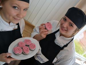 Mimmi och Emilia har gjort små förändringar på gamla recept och provbakade fram hälsosamma bakverk.