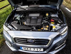 Boxermotorn på 1,6 liter utvecklar 170 hästkrafter. Det känns helt lagom för att match de fina vägegenskaperna.