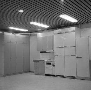 Västerås sparbank, bostadsutställningar, så lyder anteckningarna till den här bilden. Var du här och kikade kanske 1967?
