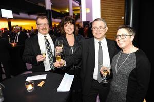 Årets företagsledare Tommy Gustafsson Rask minglade med hustrun Katarina Rask, Mikael Hortlund och Anita Hortlund.