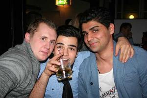 Blue Moon Bar. Andreas, Elhan och Taher