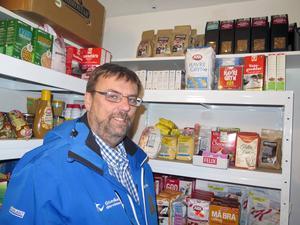 Flera livsmedelsbutiker i Gävleområdet skänker mat och andra förnödenheter till Matakuten. Lasse Wennman organiserar biståndsverksamheten.