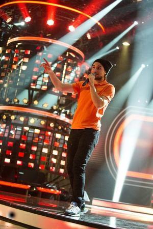 Idol-deltagaren Kevin Walker pendlar mellan fotbollsträningarna med GIF Sundsvall och Idol i Stockholm.