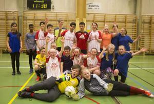 De två finallagen, Hede och Ytterhogdal, var glada efter en dags fotbollsspel.