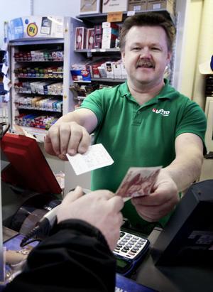 Torbjörn Sjöberg i spelbutiken gjorde en hel del affärer. Men även han märker av att januari är en månad när folk har mer ont om slantar än vanligt.