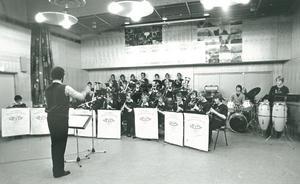 Nykvarns musikkår repeterar i november 1979 inför sitt 110-årsfirande. Då leddes orkestern av Hasse Lundell. Fotograf: Kaj Hagström/LT-arkiv