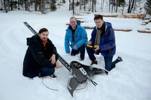 Witold Urbas, Niclas Bergqvist och Stig Husberg har, tillsammans med några kollegor, med hjälp av drönare, inventerat skadorna som stormen Ivar orsakade på politikern och lantbrukaren Torsten Medalens skog.