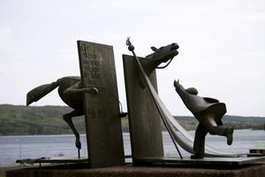 Minnesmärket i Lunde som talar om en förfluten tid, men en som fortfarande präglar svensk fackföreningsrörelse.