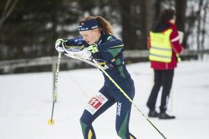 Tove Alexandersson vann damernas medeldistans i överlägsen stil.