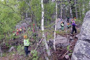 Det myllrade av barn i skogen vid Hybo skola på tisdagen.
