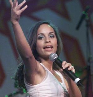 Emilia spelar in ny musikvideo i Vallsta.