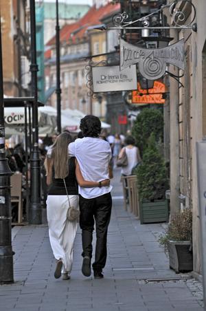 Bildtext 5: Plats för romantik. Gamla stan i Warszawa ser många kärlekspar på vandring.   Foto: Anders Pihl
