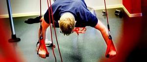 Ove Lind instruerar hur redcord används för effektiv träning.