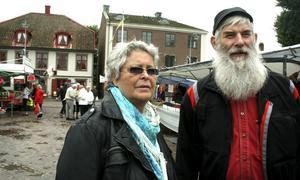 Sölve och Els-Marie Holgersson från Karlskoga brukar åka till Askersund på marknaderna i Askersund.