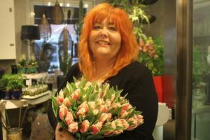 Margareta Kronman, florist på Mästerblomman tror på rosa tulpaner i vår.