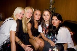 Simone, Isabell, Rebecca, Cattis, Marre (Pluto)