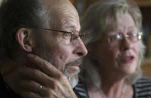 Bror Zetterström och Lena Olsson bär på en ständig oro i vetskap om att sonen Joel befinner sig på en utsatt plats med stor risk för nya våldsdåd.