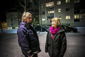 – Min grundlön är 21 900, och då jobbar jag jul, påsk helger och nätter, berättar Ingela Lundgren.